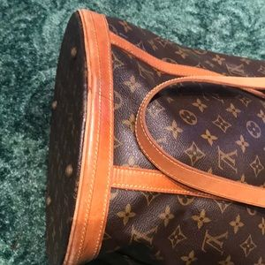 Louis Vuitton Bags - 🍃🌹Authentic LV Tall Bucket 🌹🍃